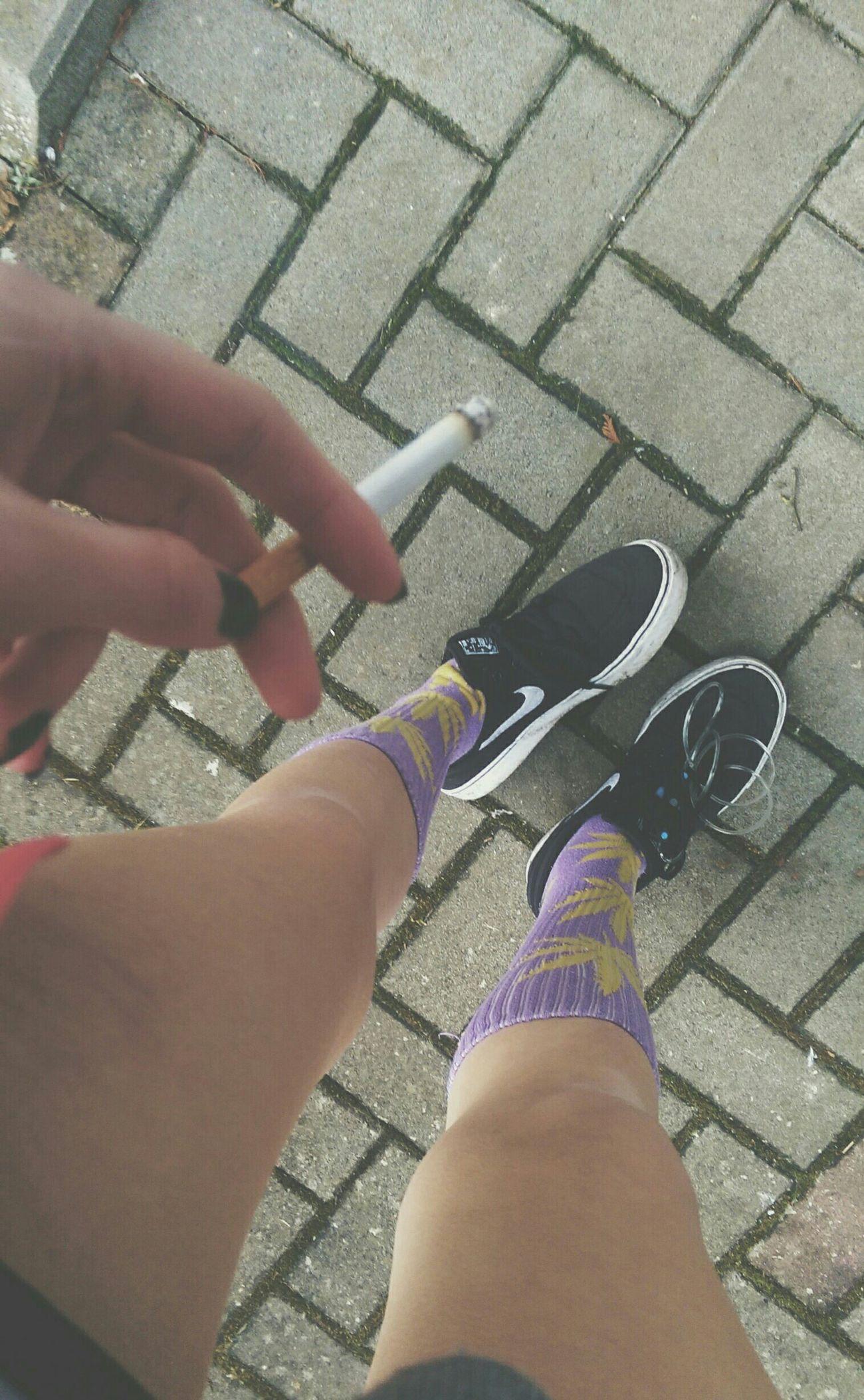 die 🚬 Relaxing Smoke Enjoying Life Dark Hatemyself Legs Cigrettes Hufsocks Nike
