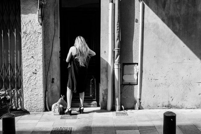 Blonde Casual Clothing Day Door Dress Footpath Full Length Girl Historic History Light Light And Shadow Outdoors Rear View Sexygirl Shadow Shadows Street Street Photography Streetphoto Streetphoto_bw Streetphotography Waiting Woman