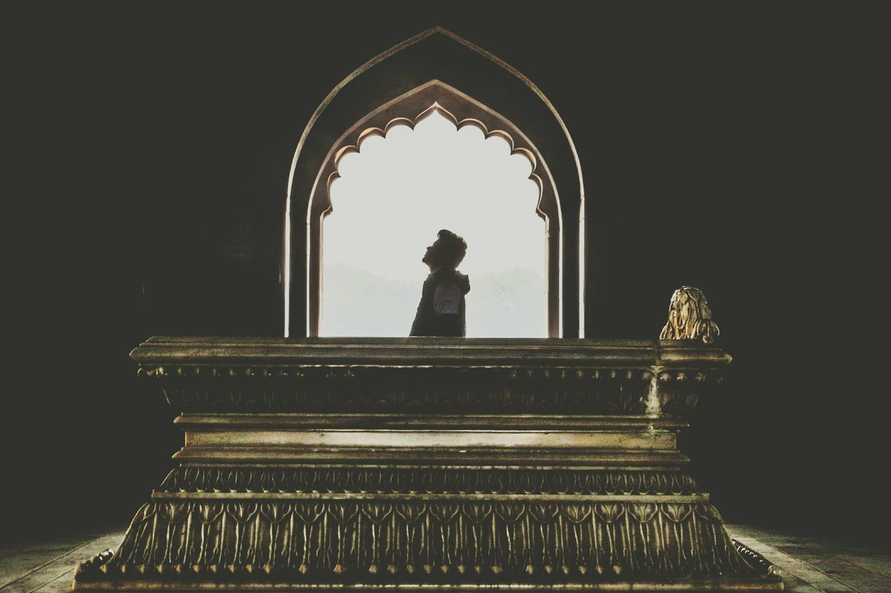 Mughal Emperor Safdarjung's Tomb, featuring my friend. Silhouette Beautiful Architecture EyeEmbestshots Monuments Of The World Monuments Of India DSLR Photooftheday Mobilephotography Tomb Minimal Minimalism Minimalistic Photography India Friends Friend Archival No People Statue Indoors  Sky Day Boy Posing