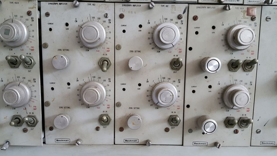 Repetition Medium Group Of Objects History Antique Classic Old Instruments Science And Technology Scientific Scientific Equipment Research Research And Development Physics Controller Control Knobs