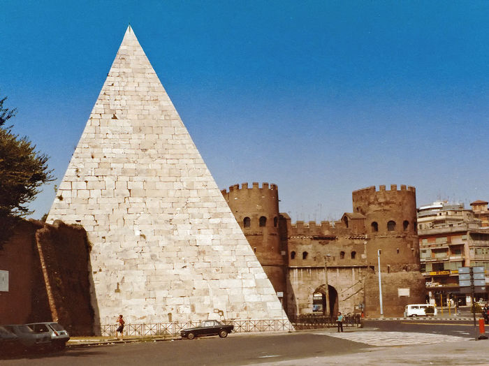 The Pyramide of Ciao Angelo - Rome, Ital Architecture Real People Sky Travel Tourism Day History Outdoors Ancient Pyramid The Past Archaeology Monument Clear Sky Travel Destinations Ancient Civilization Building Exterior Built Structure Old Ruin Rome Italy🇮🇹 Pyramid Of Rome The Graphic City