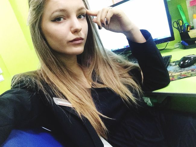 A day at work.. Very tired 😔😒 Probably would go home 🙄🙁 Working Workingym Selfie Misterfitelite Hello World Popular Photos Popular Misretfit Model Relaxing