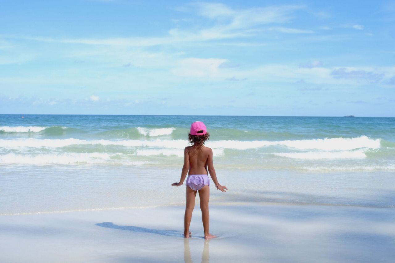 Beautiful stock photos of kinder, sea, beach, horizon over water, rear view