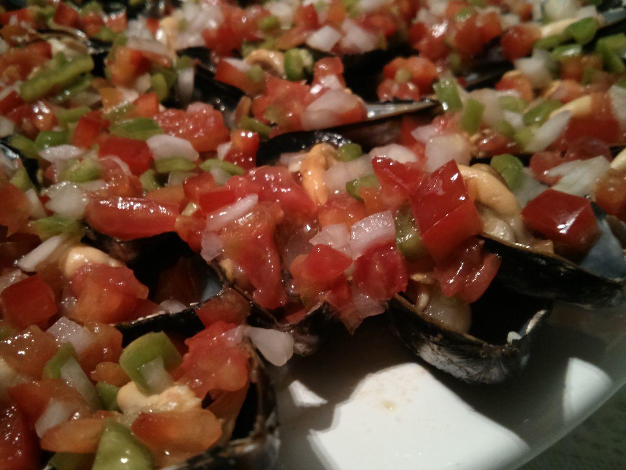 Detalle de los mejillones con picadillo Mejillones Picadillo Verduras Food On The Go