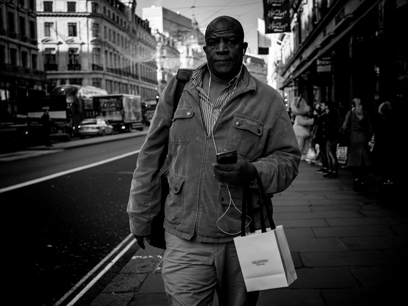 Shopper. One Man Only Only Men One Person Adults Only Men People Adult City Outdoors Rawstreets 50mm Maxgor.com Street Photography Candid Photo Peope Street Lifestyles Maxgor London Streetphotography_bw Monochrome Photography Blackandwhite Black And White Real People London Lifestyle