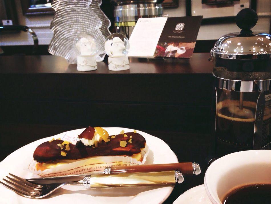 Coffee ☕ Éclaire Choclate Yummy! コーヒーとエクレア❤︎〰︎♬ Breaktime 早くもガラスのクリスマスツリー👀