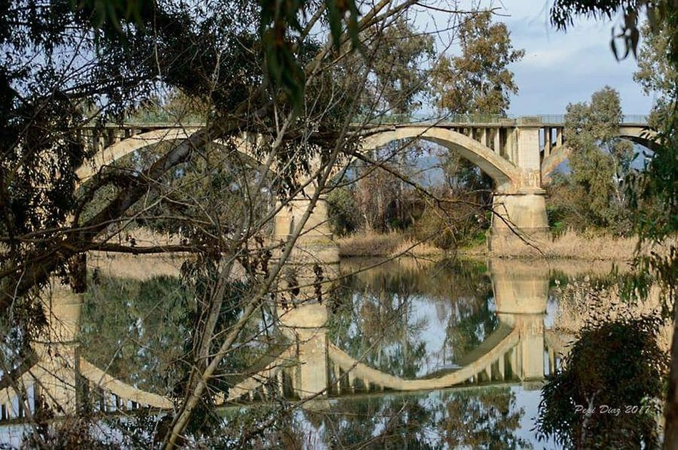 Reflejos Water Reflection No People Nature Architecture Bridge - Man Made Structure Connection Built Structure Streetphotography Landscape Extremadura Nikon D3200 Españoles Y Sus Fotos Landscape_photography History Architecture Photosaroundyou Architecture Taking Photos Paisaje Natural Puentes Popular Photos