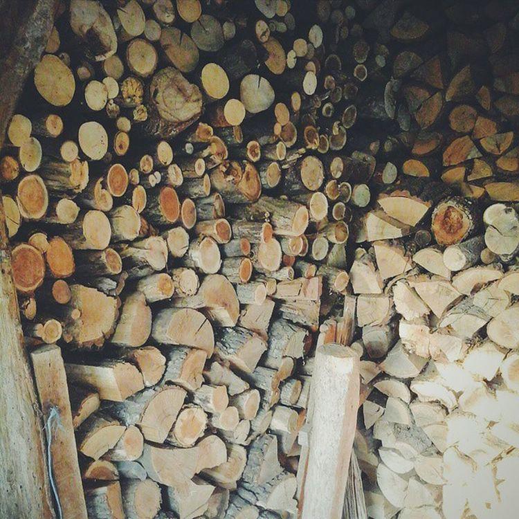 (büyük annemin odunluğu) romantik, içten olamayan kişilere neden odun derler ki, odunlar bile bir araya gelince bi kıvılcım yeter alev alev yanmalarina, oysa insan öylemi hem çok yüksek hem çok aşağı kimi zaman. Vsvocam Insanlar yüksek alçak buyukanne human down up burn burning timber grandmother vscogood vscourban vscolover