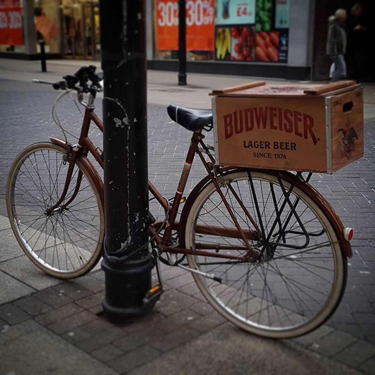 Love this older style Raleigh Bicycle with its Budweiser box :) www.facebook.com/melaniecycles Cycling Cycle Bikewithabasket Bikewithabox Cyclingisfun Urbancycling Raleighbikes Vintagebike Bikesandbeers Traditionalbicycle