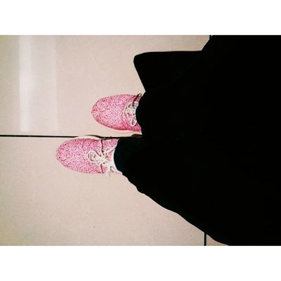 Cz black is such a happy colour for me. And a splatter of pink will do the trick .. ✌✌