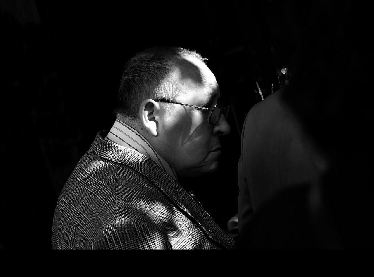 El trueque de las luces Siluette Blanco & Negro  Black & White Blanco Y Negro Monochrome Siluetas La Falsa Envoltura De Las Apariencias EyeEm Best Shots - Black + White Snapshots Of Life Caminantes