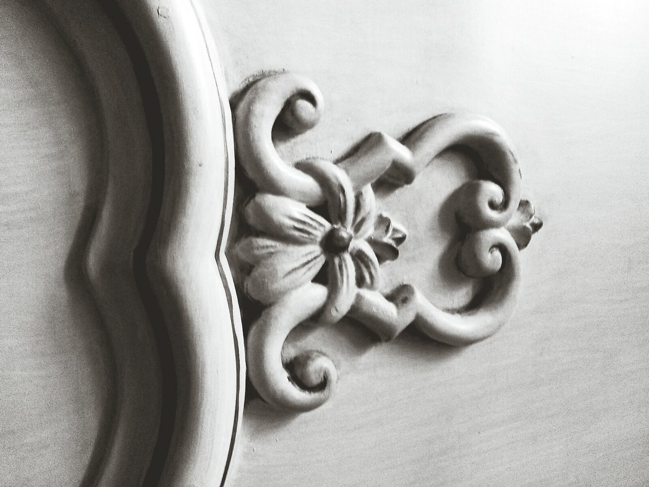 Wooden Decoration Door White Door Wooden Door Decor Black And White Black & White Black And White Collection  White Background White Color White Album Wooden Flower Masterpiece Vintage Furnituredesign White Furniture Vintage Door Vintage Decor Fleur De Lis Wooden Furniture Old But Awesome Old Stuff Old Furniture Close-up Furniture Details