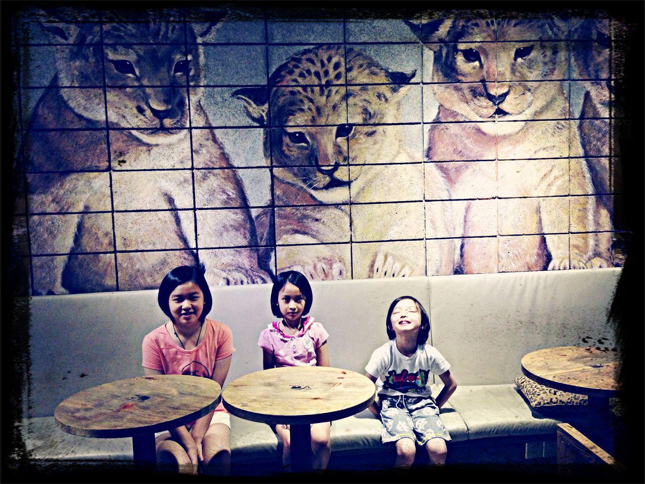JQ, JOANNE & RUWEI - Zoo Coffee