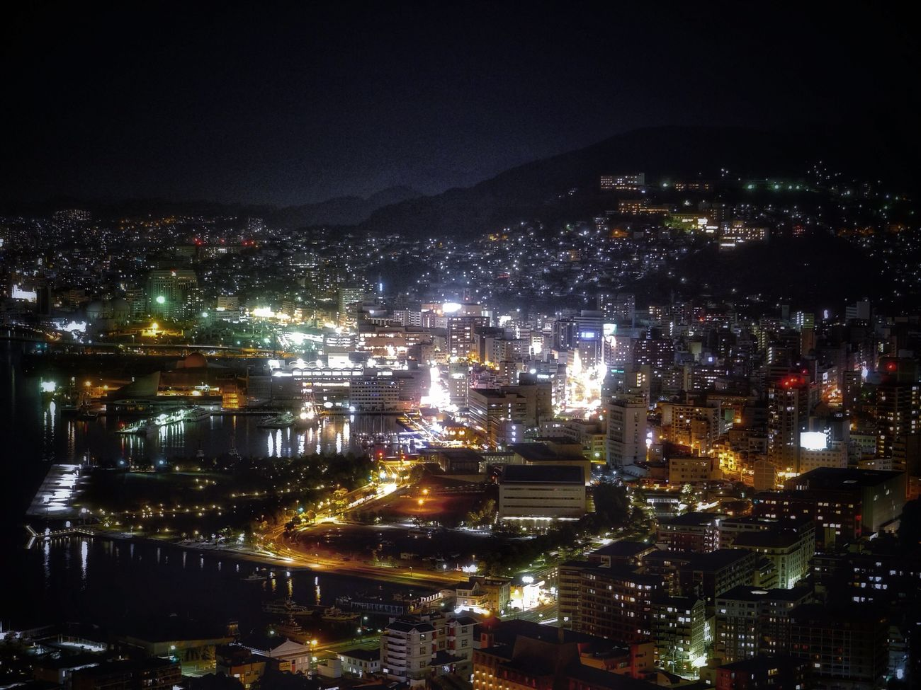 I wanna take you higher Again : 22:00 ( Japan Standard Time ) The Places I've Been Today View from Mt.Nabekanmuri-Yama Observatory Cityscapes Landscape Night Lights Water Reflections Birdview / LUMIX G Vario Lens 90mm f/5.6 de Good Night No Filter http://youtu.be/NQQzbWdvuBs Nagasa-Kirei ( ナガサキレイ )