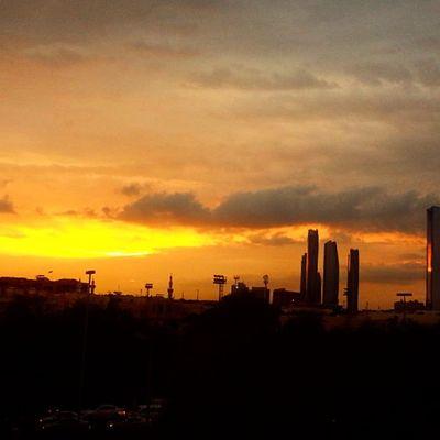 ♥ Sunshine Sunset Perfect Beautiful sky abudhabi albateen perfect beautiful nature heaven sun sky skyline orange instasky instaweather love ♡