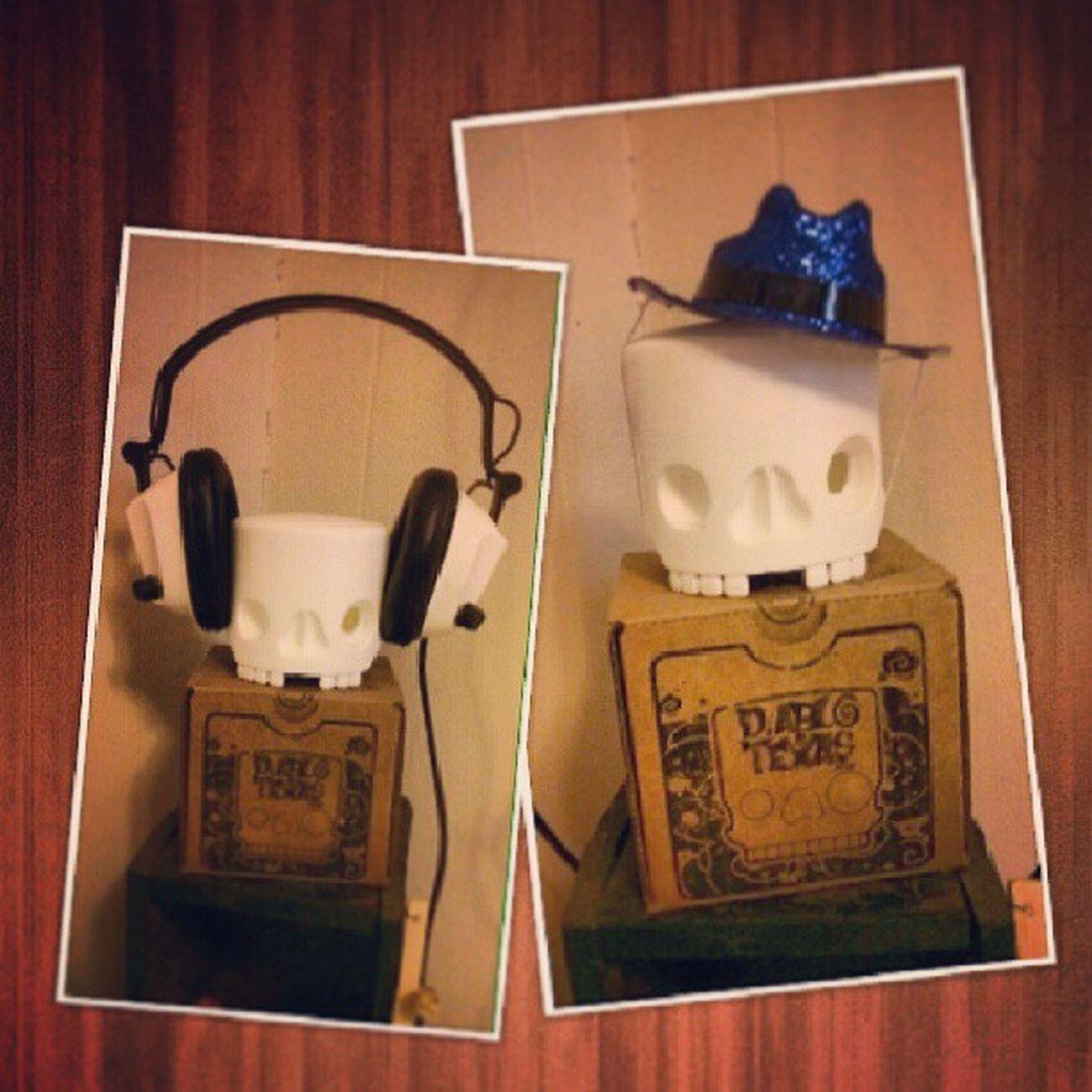 How do you dress your skull Kidrobot Toyskull @diablotexas