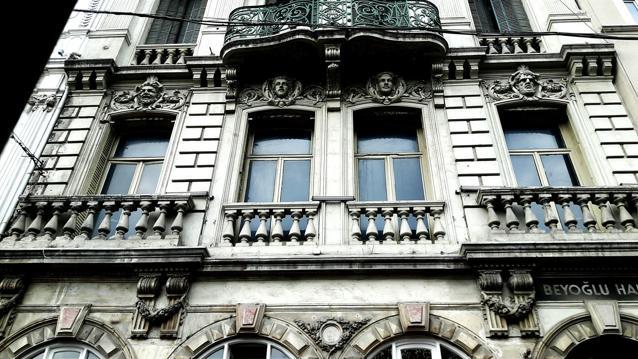 Architecture Building Exterior Window Built Structure Low Angle View No People Day Outdoors Close-up EyeEm Gallery Eyeenphotography City EyeEm Streetphotography Travel Turkey Eyeemphotography Istanbul City Istanbuldayasam Beyoglupera Historical Building Historic Historic Building Historic City