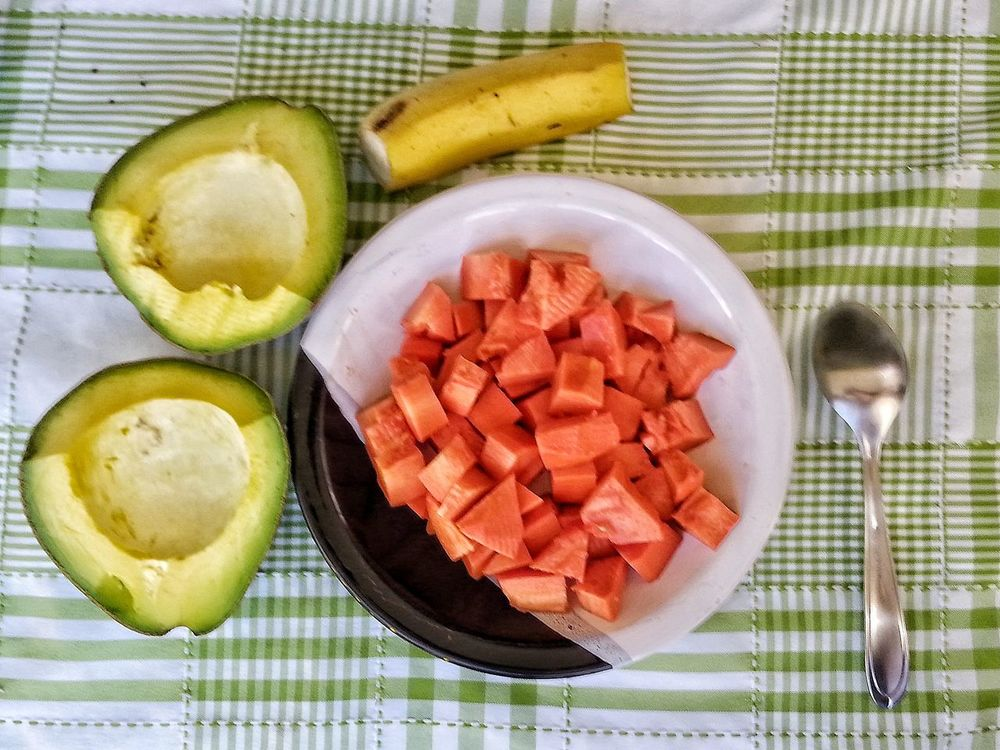 Food And Drink Directly Above High Angle View Food Healthy Eating Freshness Fruit No People Indoors  Ready-to-eat Day Banana Abacate Avocado Mamao Papaya Prato Piatto Cucchiaio