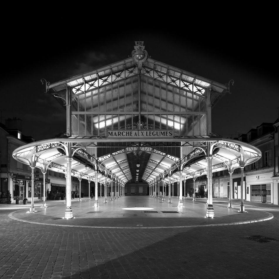 Chartres en lumières 2016 13e édition - Du 16 avril au 8 octobre, tous les soirs, à la nuit tombée http://www.chartresenlumieres.com/fr/chartres-en-lumieres.html Weniger sehen 7-11 7-14 Architecture B&W Portrait Built Structure Chartres, France City E-PL3 Illuminated No People Olympus OM-D Zuiko