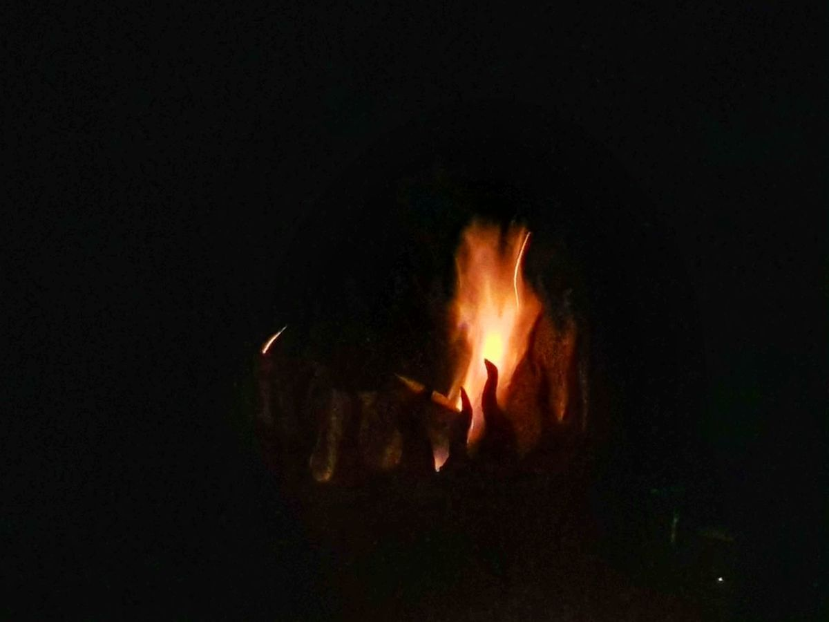 Am Lagerfeuer... Flame Heat - Temperature Burning Night Outdoors In Flames Have A Nice Evening ♡ Flame Burning Atmospheric Mood Atmosphere Black Background Fire Lagerfeuer Draußen