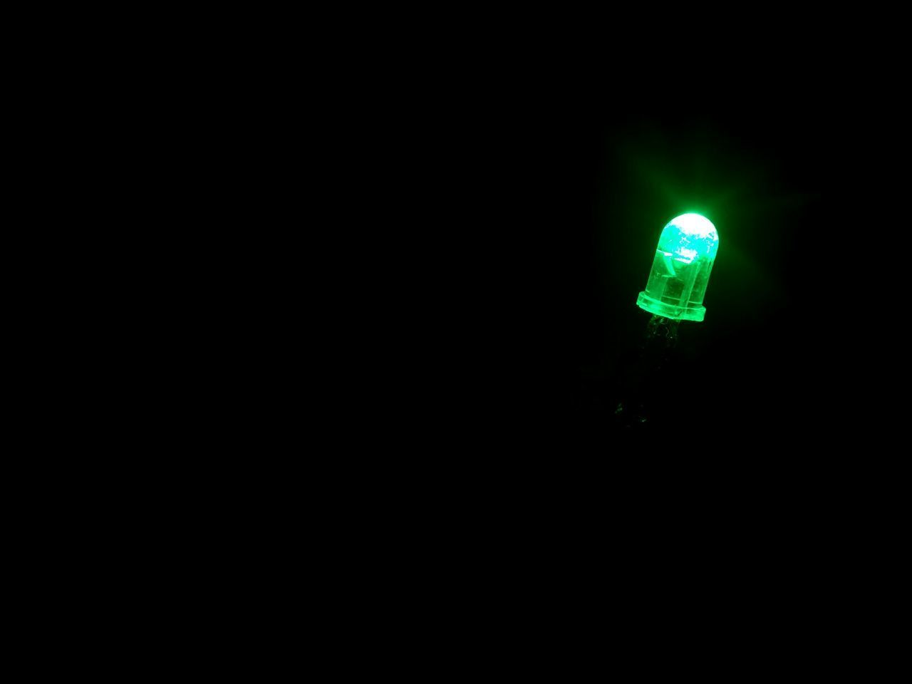Illuminated Lighting Equipment Night No People Simplicity Simple Photography Black Background Light Colors Eletronica LED Led Lights  Green Light Green Color Photographymobile Led Lights  Low Light EyeEmNewHere TheWeekOnEyeEM
