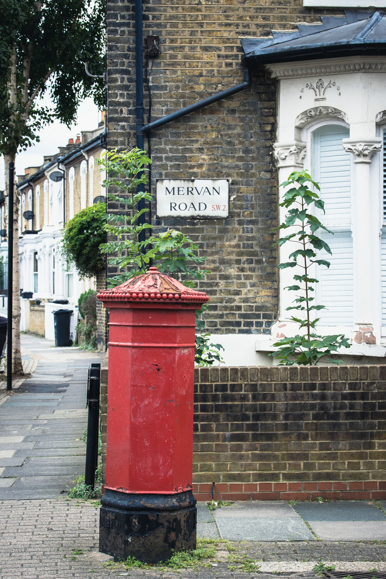 @Mervan Road Architecture Brick Building British Brixton Building Exterior Built Structure City London Mail Mailbox No People Outdoors Pillar Box Pillarbox Red Traditional