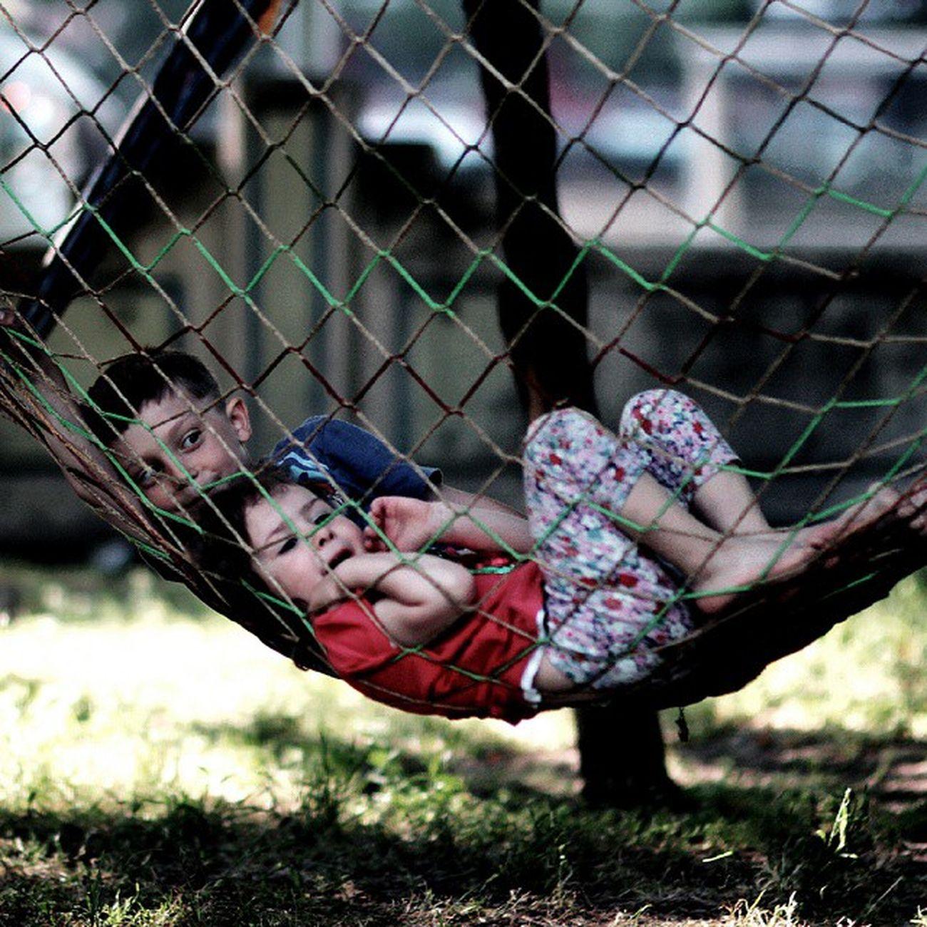 Hafta sonu keyfi - Hamaktaki çocuklar. Canon 60d f/1.8 Eyup osmanli parki Haftasonukeyfi Hamakkeyfi Cocukolmak Mutluet childs