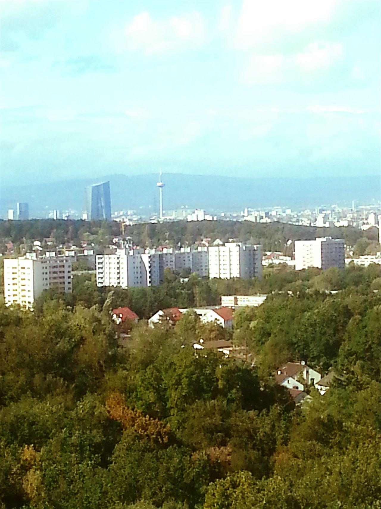 Skyline Frankfurt vom Balkon aufgenommen