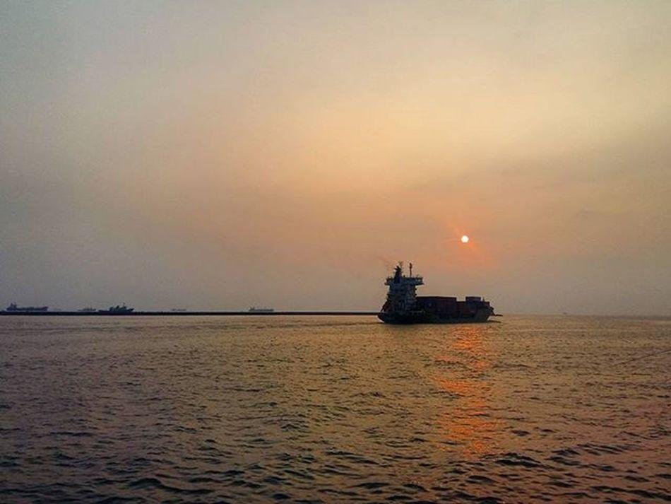 【啟程】 《Set out》 西子灣 日落 台灣海峽 台灣 高雄 貨櫃船 大船 Sea Sunset Sky Kaoshiung Boat