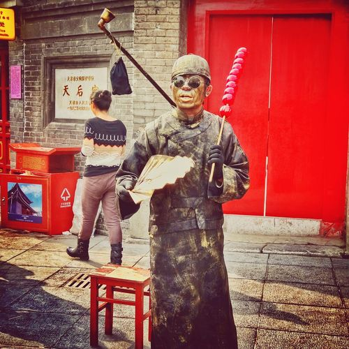 Street Artist performing on the Ancient Culture Street, Tianjin, China Taking Photos Street Artist Street Artist Street Artists Red Black Ancient Culture Culture Tianjin Tianjin China Culture Of China Guwenhua Jie Performance Performance Art Performing Artists EyeEm EyeEm Gallery Eyeemphotography