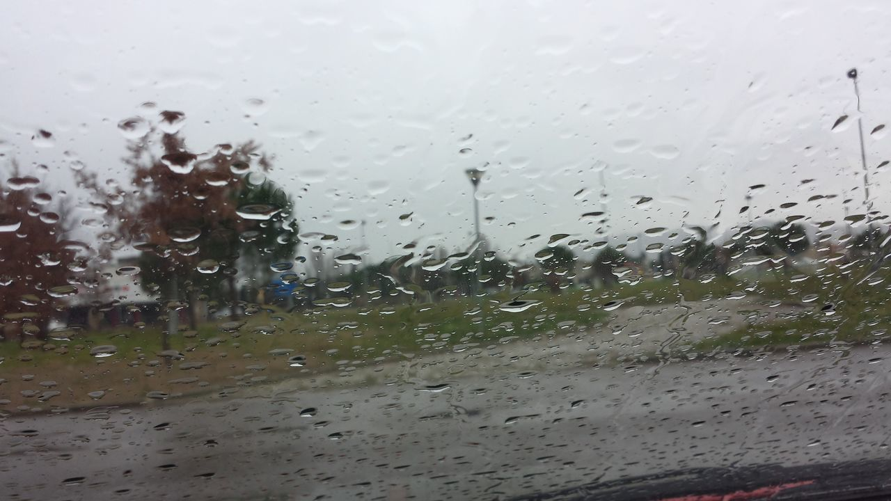 Pioggia Piove. Piove Governo Ladro Rain Raining Day Empoli Pausa Caffe 2016 Strange Rain Drops Attraverso Una Finestra Dalla Macchina View From The Window...