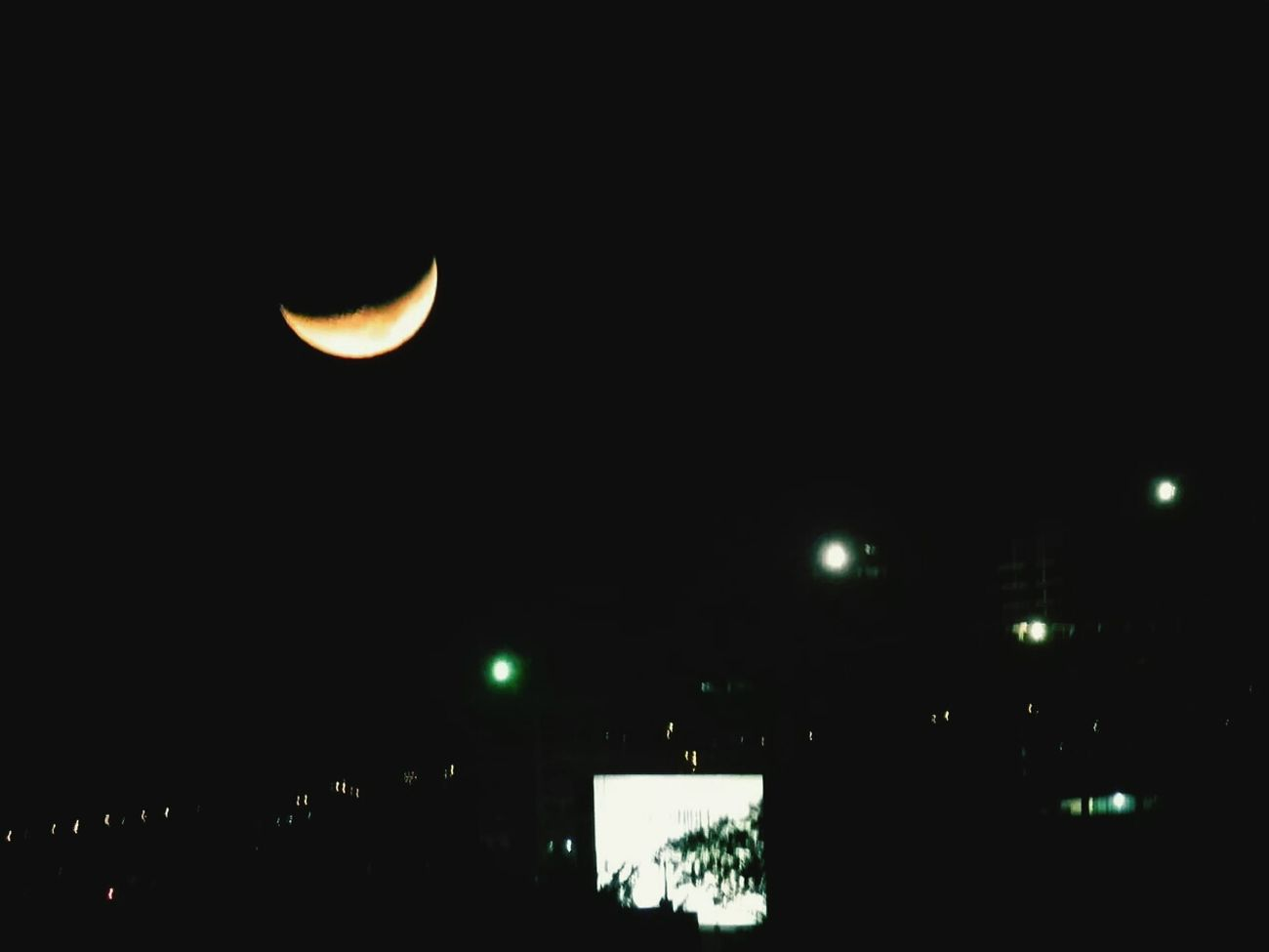 Divina la Luna desde mi Cocina Since My Window
