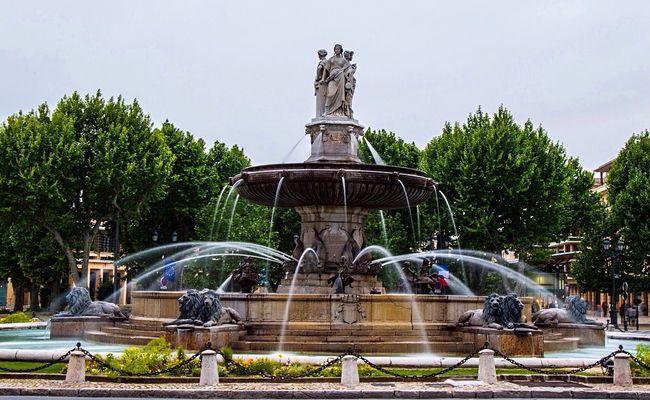 Rotonde Fountain in the city center.