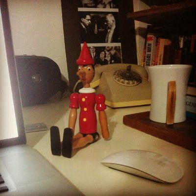 Pinokyo: Çalış sen ben seni rahatsız etmem. (akabinde burnu uzanmaya başlar)... :)