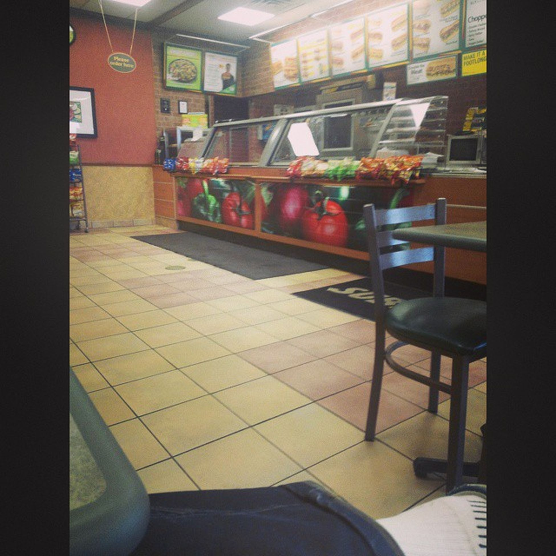 Sitting alone at Subway while brother and Police making discussions in Aurora,IL 😐😕 (That Moment) Subway Burger Alone Aurora Hungry Delicious Menu Resturant Tiles Tables No_one Hello Waiting Police Outside