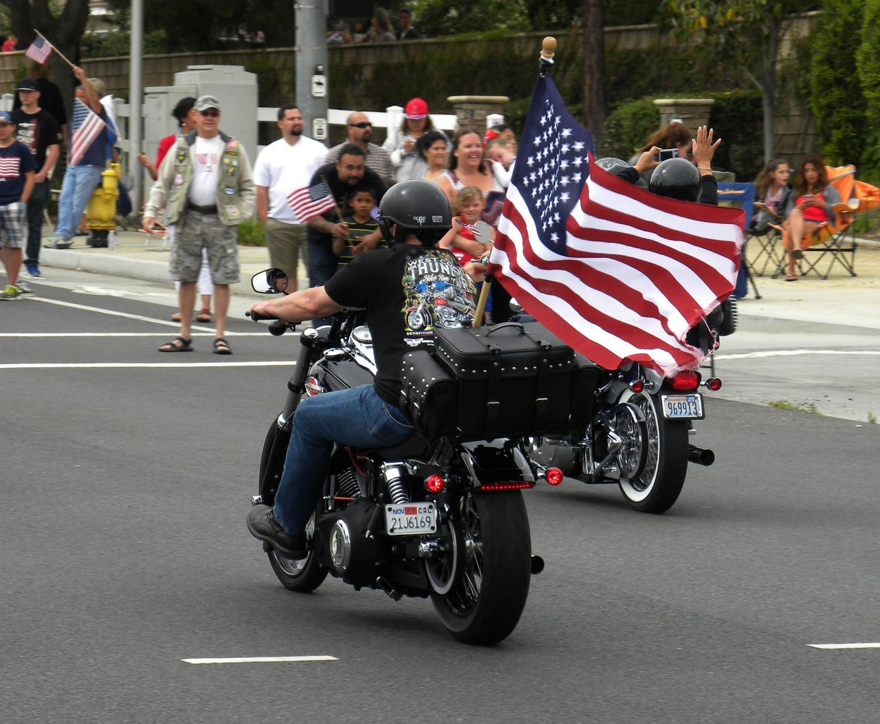 Taking Photos Enjoying Life Hanging Out Bikers Outdoors Veterans Memorial Day West Coast Thunder Feel The Journey American Flag Motorcycle Motorcyclepeople Harley Davidson Bike Run California People Memorialday Color Photography Showing Support Colour Of Life