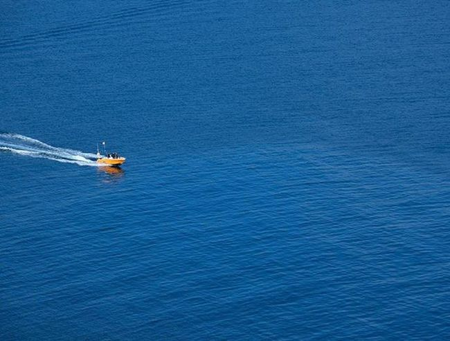 Deep blue. Azul Blue Bluecolor Sea Boat Orange Waves Mar Navigate Navegar Marino Blue Wave