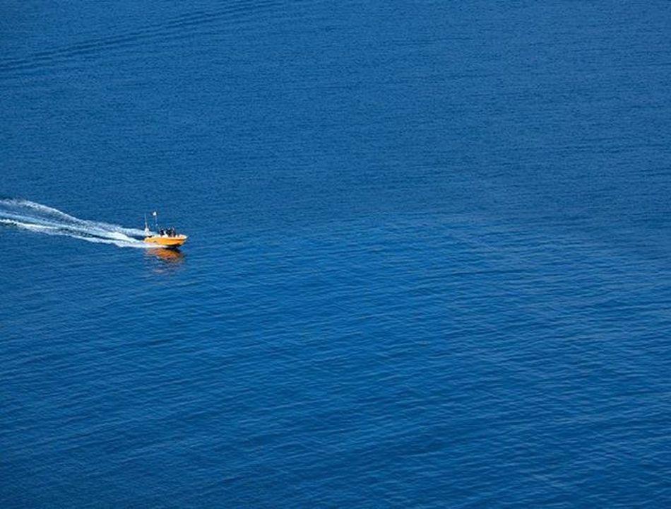 Deep blue. Azul Blue Bluecolor Sea Boat Orange Waves Mar Navigate Navegar Marino Blue Wave