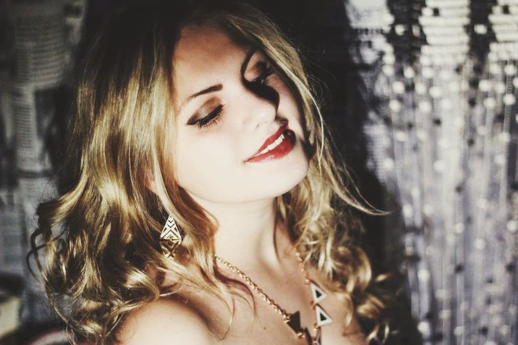 Darkness And Light Girl Smile ✌ Smile Happy Happy Girl  Red Lips Beauty Blondie Sexy