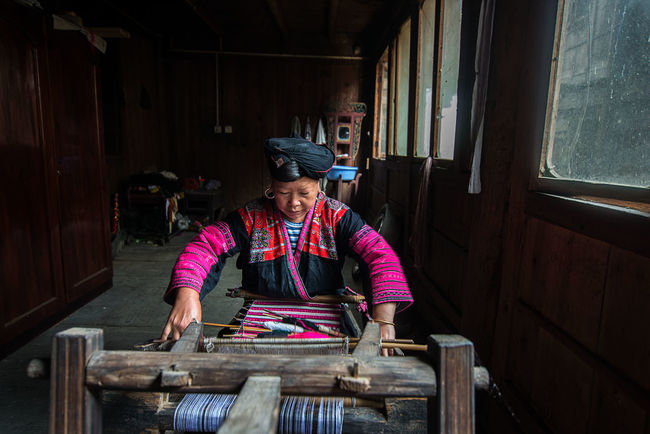 Casual Clothing Day Guilin Knitting Leisure Activity Lifestyles Longji Rice Terrace People Portrait Portrait Of A Woman Wood - Material Yao