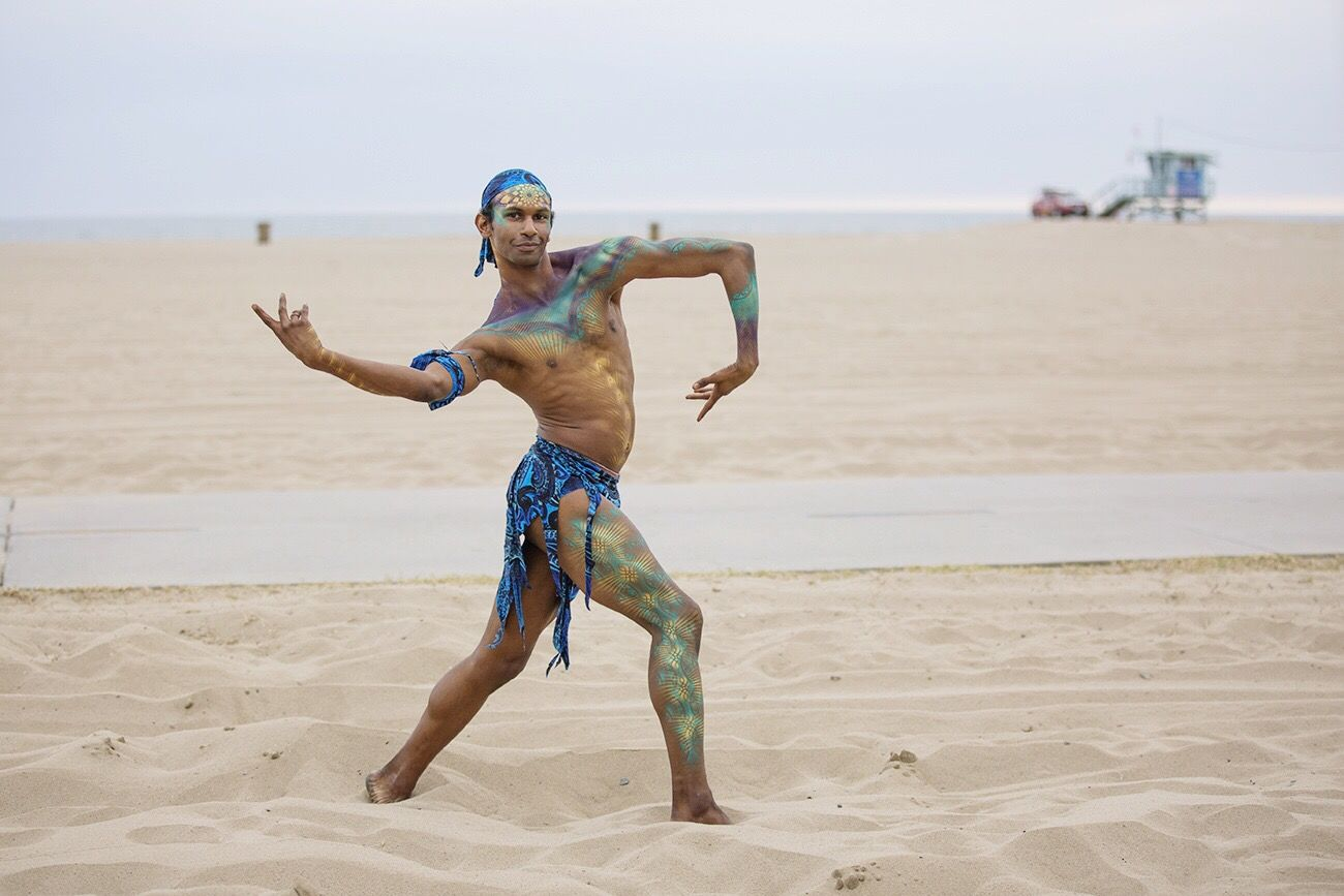 A performer at the Heal The Bay annual gala last night in Santa Monica . Making Waves for Environmental Conservation and keeping our Ocean clean. People Of The Oceans American Beauty California