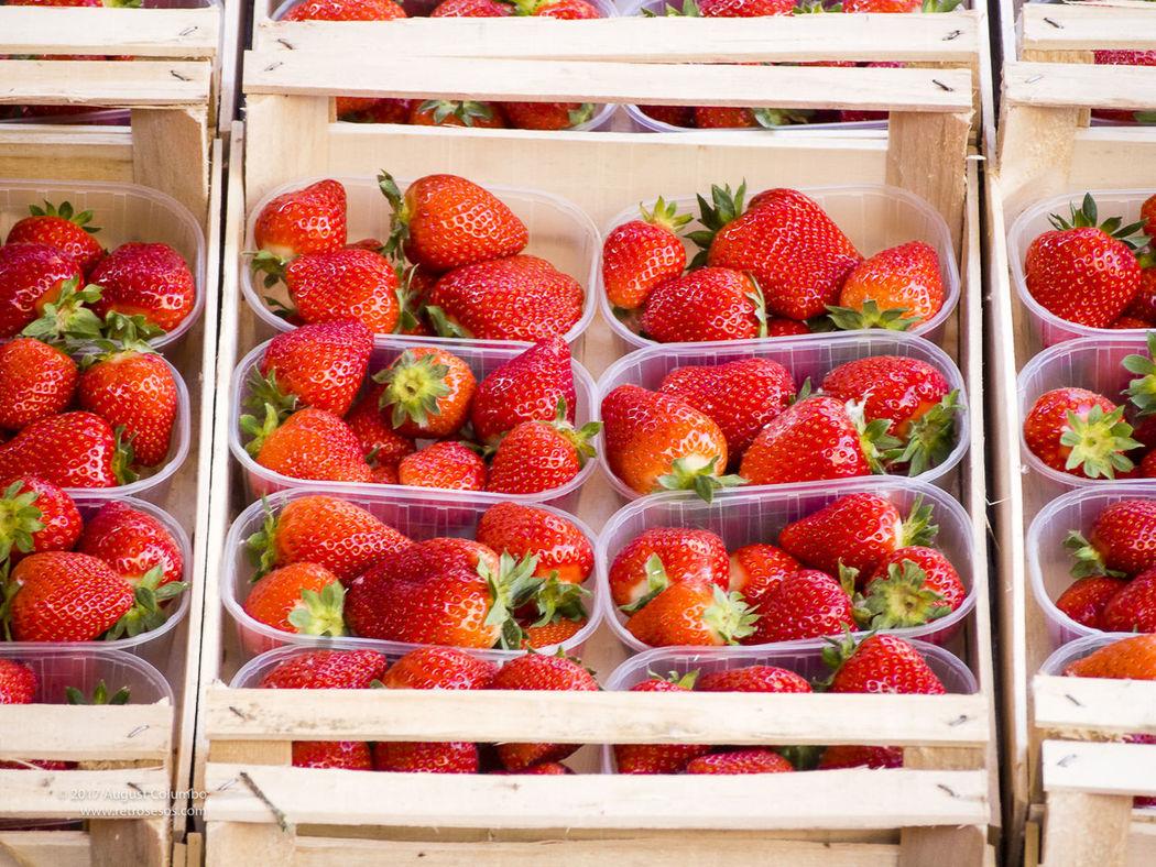 Organic Strawberries Close-up Food Grocery Market Merchant Organic Fruits Producer Red Season Food Strawberries Vendor