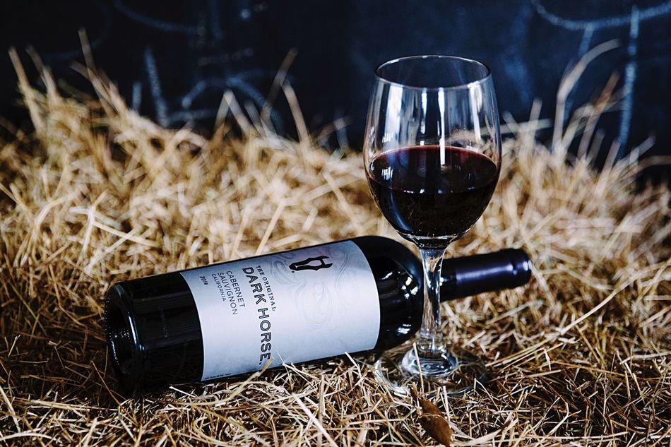 Small breaks from life ~ Wine Moments Dark Horse Wine Barnlife Horses Florida Kaleb M. Starr Wineglass Wine Bottle Hay Countryside Alcohol Break Wine Tasting