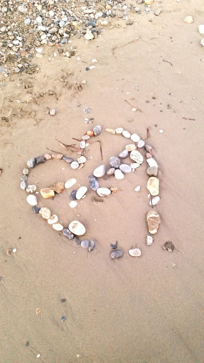 Things I Like coming across random acts of love. 😍 Sunshine Beautiful Share And Smile Love Pure Moment Smile Beach Sand Making My Mark Heart Shells Pebbles Pebble Beach Random Acts Of Beauty Random Act Of Love Turkey Eftalia