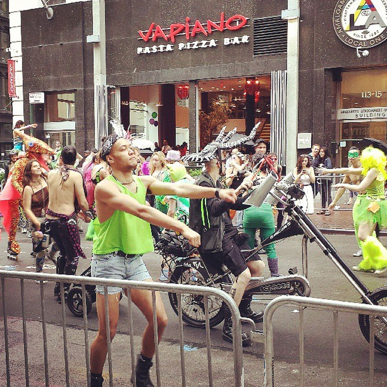NY being awesome! Devilhorns Pterodactyl Pekpekshorts NY streetfair bigassmotorcycle