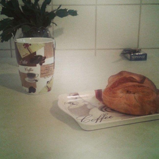 Versike a falamon hogy mi a mai koszt ? Breakfast Coffee Kekszofi Flower turosbatyu punnanymassif kopoggya