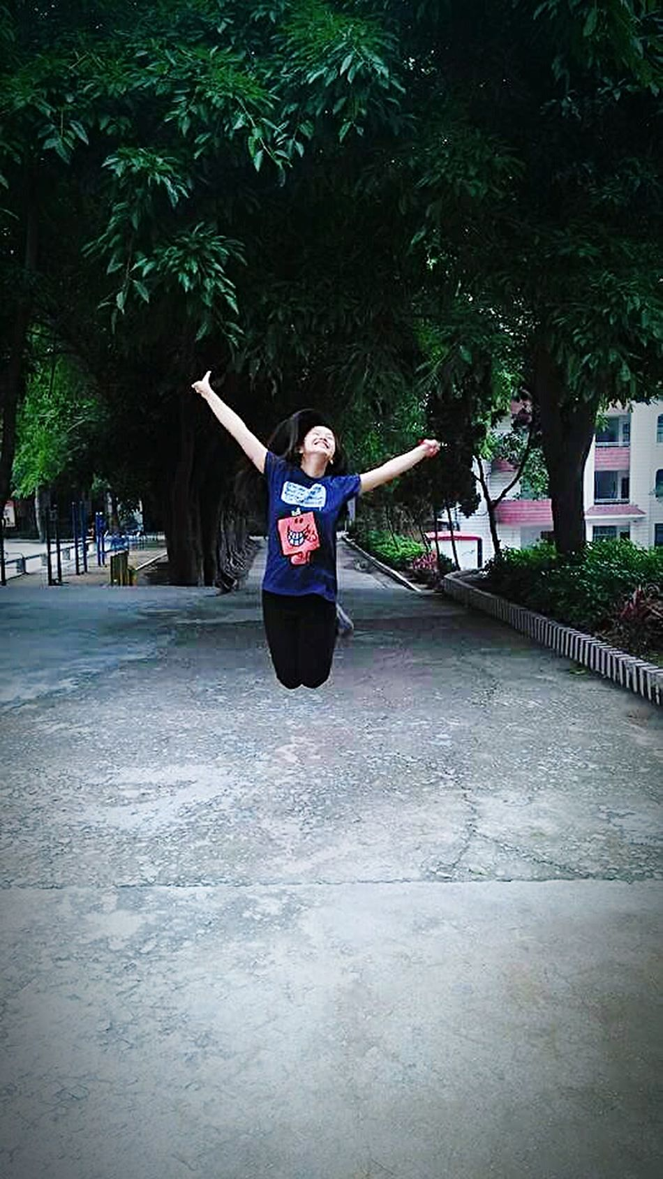 Enjoing Life Smile :) Behappy Befree Jumpshot Be Happy :) Be Crazy, Be Happy!!
