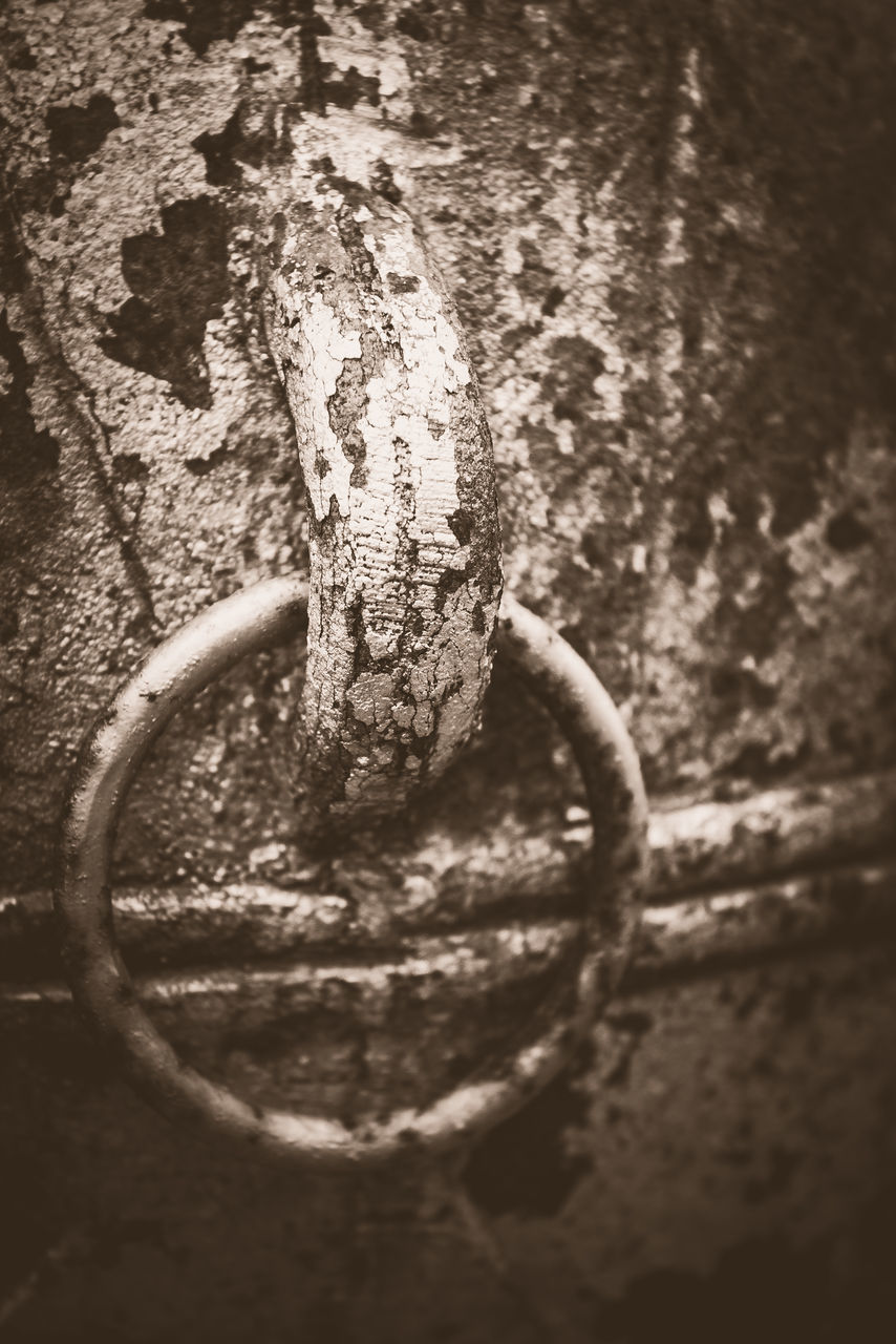 metal, no people, close-up, rusty, textured, day, outdoors