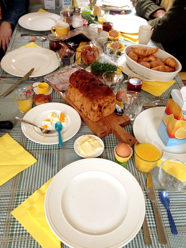 Easter Easter Ready Easter Eggs EasterWeekend Breakfast Breakfast ♥ BreakfastTime  Breakfast Time Eating Family Family Time Enjoying Life Bread Eggs... Food Foodphotography Table Table Decoration Tableware Table Cloth Breakfast Time! Breakfasting Foodlover Quality Time Family❤