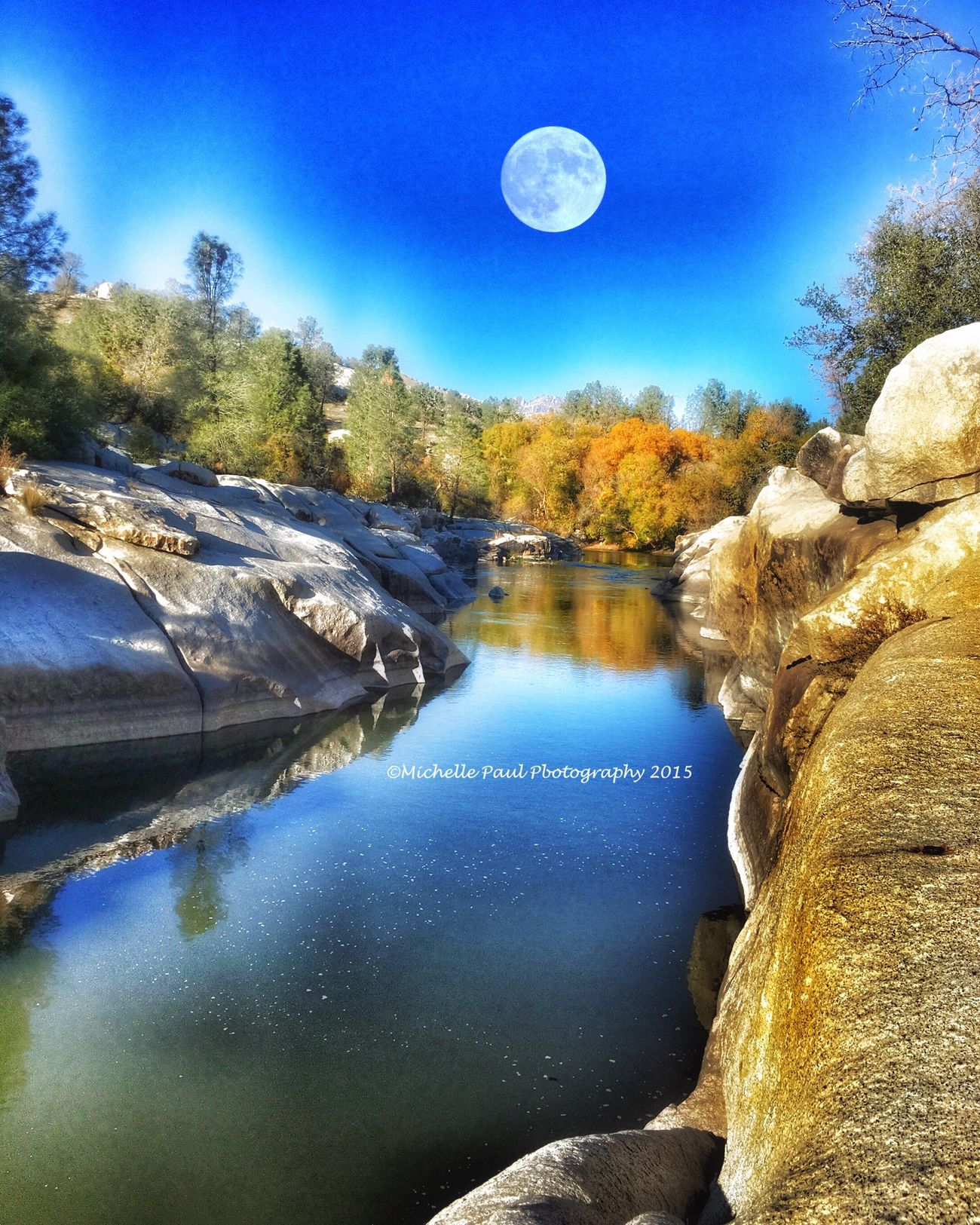 KernRiver Lakeisabella California Moon Phtography Naturephotography Iphonephotography Iphone6s River Beautifulbutdangerous Photographyisawesome PhotographyIsMyPassion Passionforphotography AmatuerPhotographer MichellePaulPhotography Photographer Photooftheday Moonphotography NatureAtItsBest